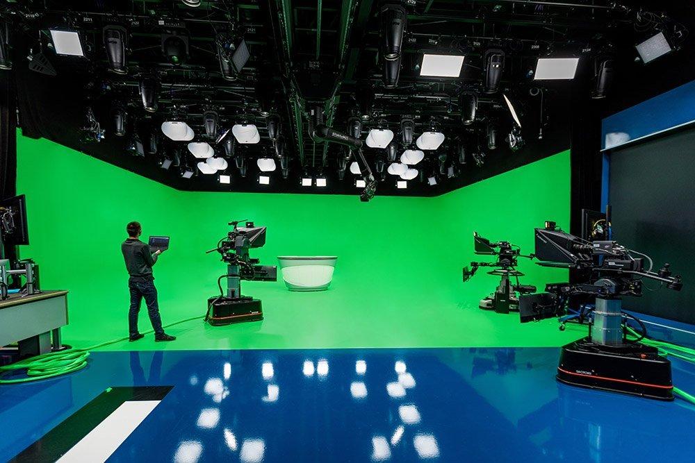 2-arri-lightnet-broadcast-studio-photo-arri-thomas-kierok.jpg.75457c31e681c55d194d1b63ecf58a15.jpg